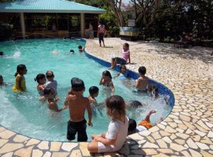 How long is the average construction time for a swimming pool?